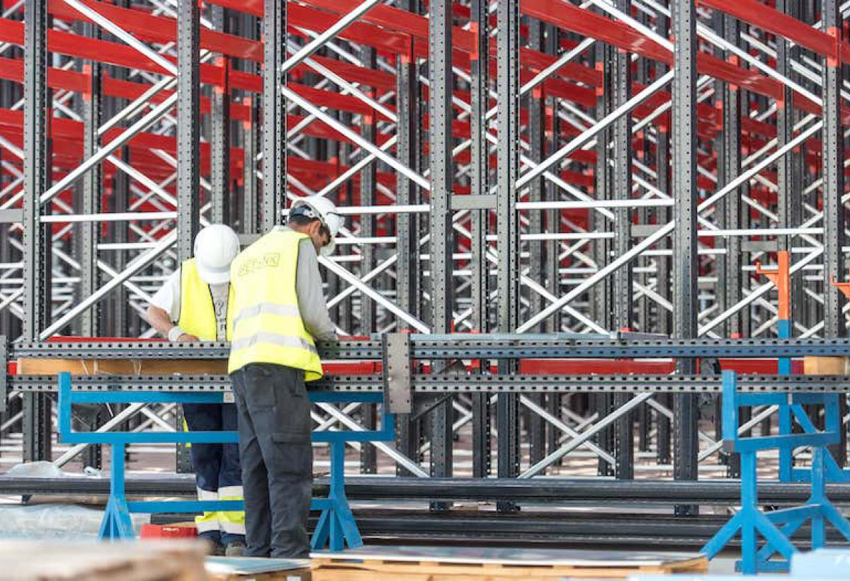 Reesink Logistic Solutions construction workers are building racks.